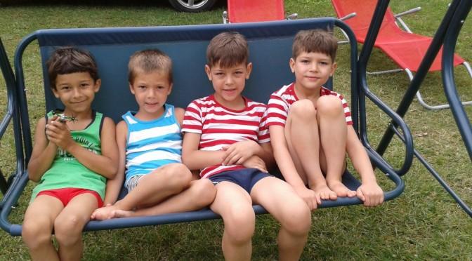 4 fiú a Balatonon